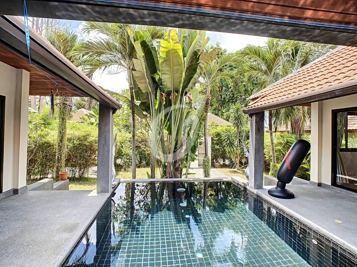 #AE0007 - Terrace & swimming Pool